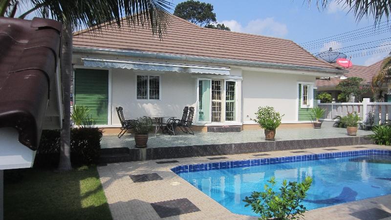 Hus i Bangsare med pool till salu